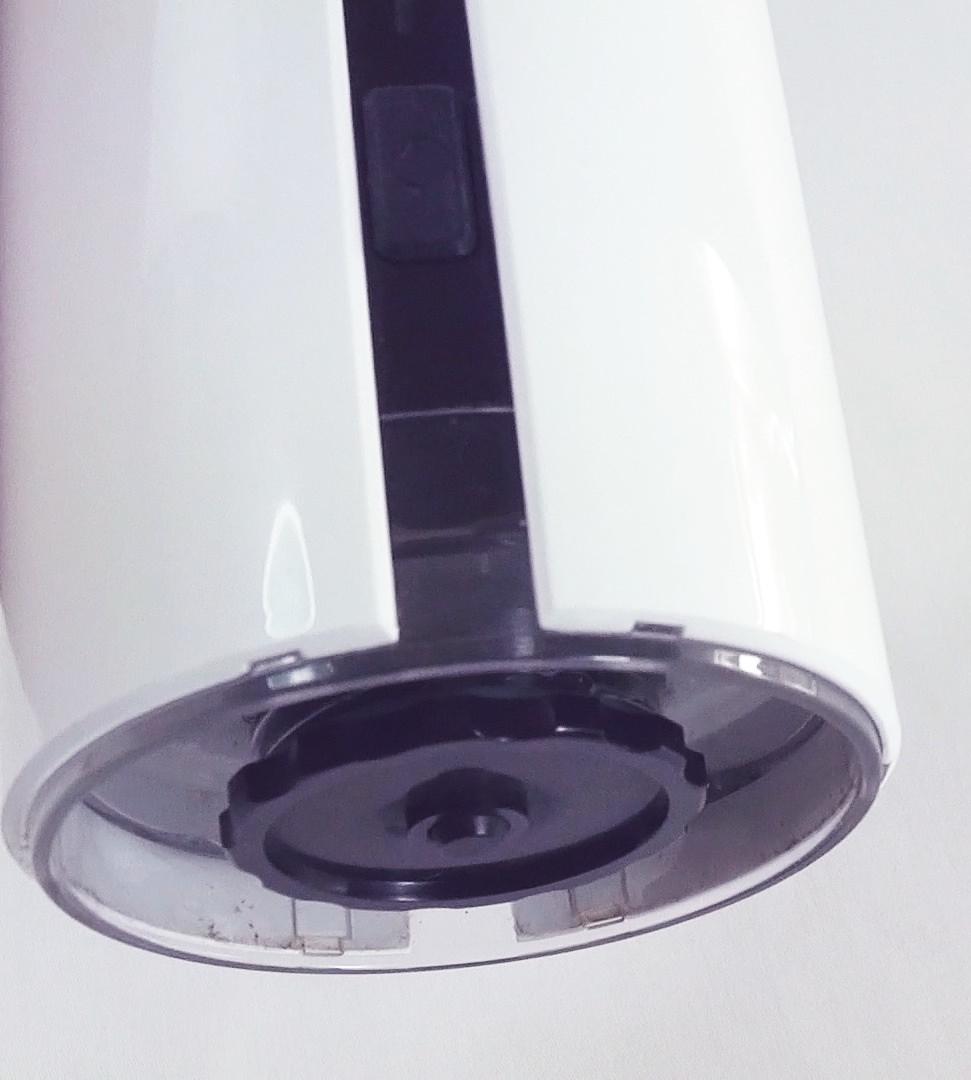 AquaVolta® - Wasserstoffbooster - PEM Wasserionisierer - Flasche - Nah von Unten