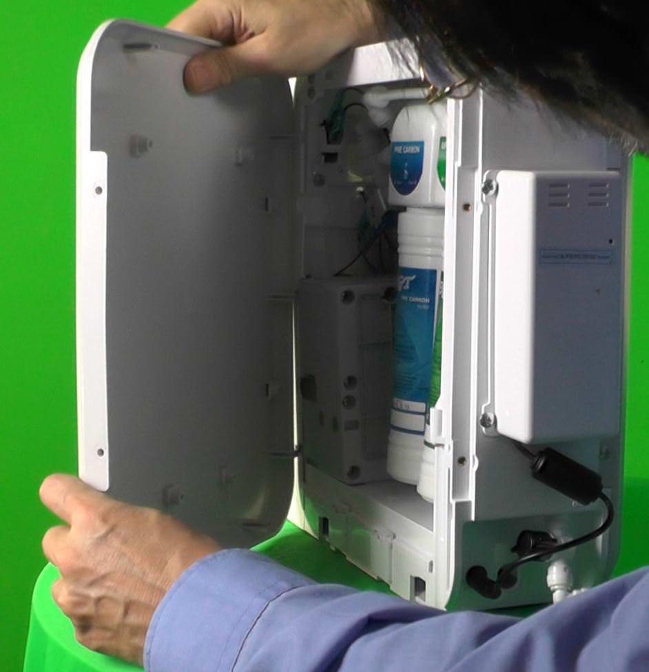 H2FX Hydrogen Infusion Machine - hydrogen water Filtertüre einsetzen