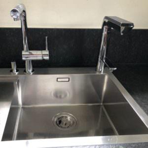 AquaVolta Elegance Untertischionisierer installiert Metallspuele 1 600