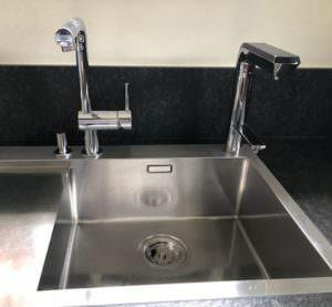 AquaVolta Elegance Untertischionisierer installiert Metallspuele 1
