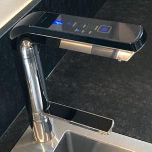 AquaVolta Elegance Untertischionisierer installiert Metallspuele 2 600
