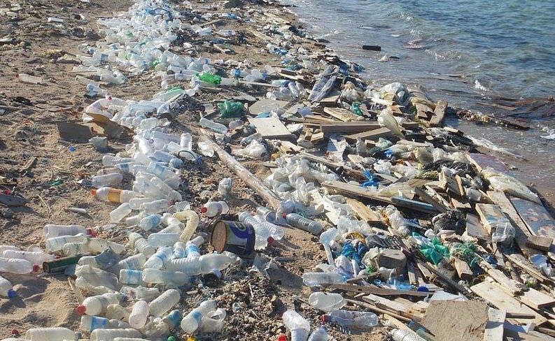 Meeresverschmutzung Kunststoff-Flaschen Wasserverschmutzung